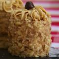 コーヒーとクルミのミニチュアサイズ・ケーキ(メアリーのレシピ)